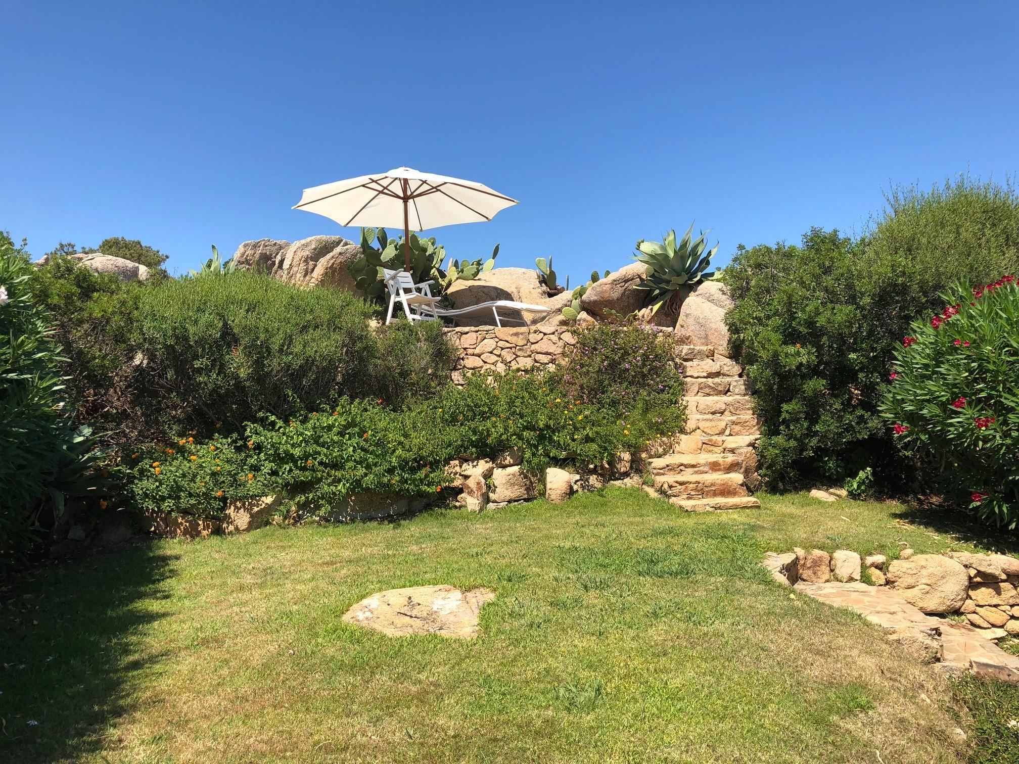 giardino con prendisole