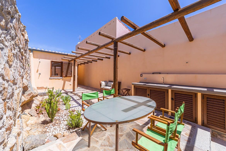 100-la-maddalena-affitto-immobiliare-murphy-windseahouse-corte-interna