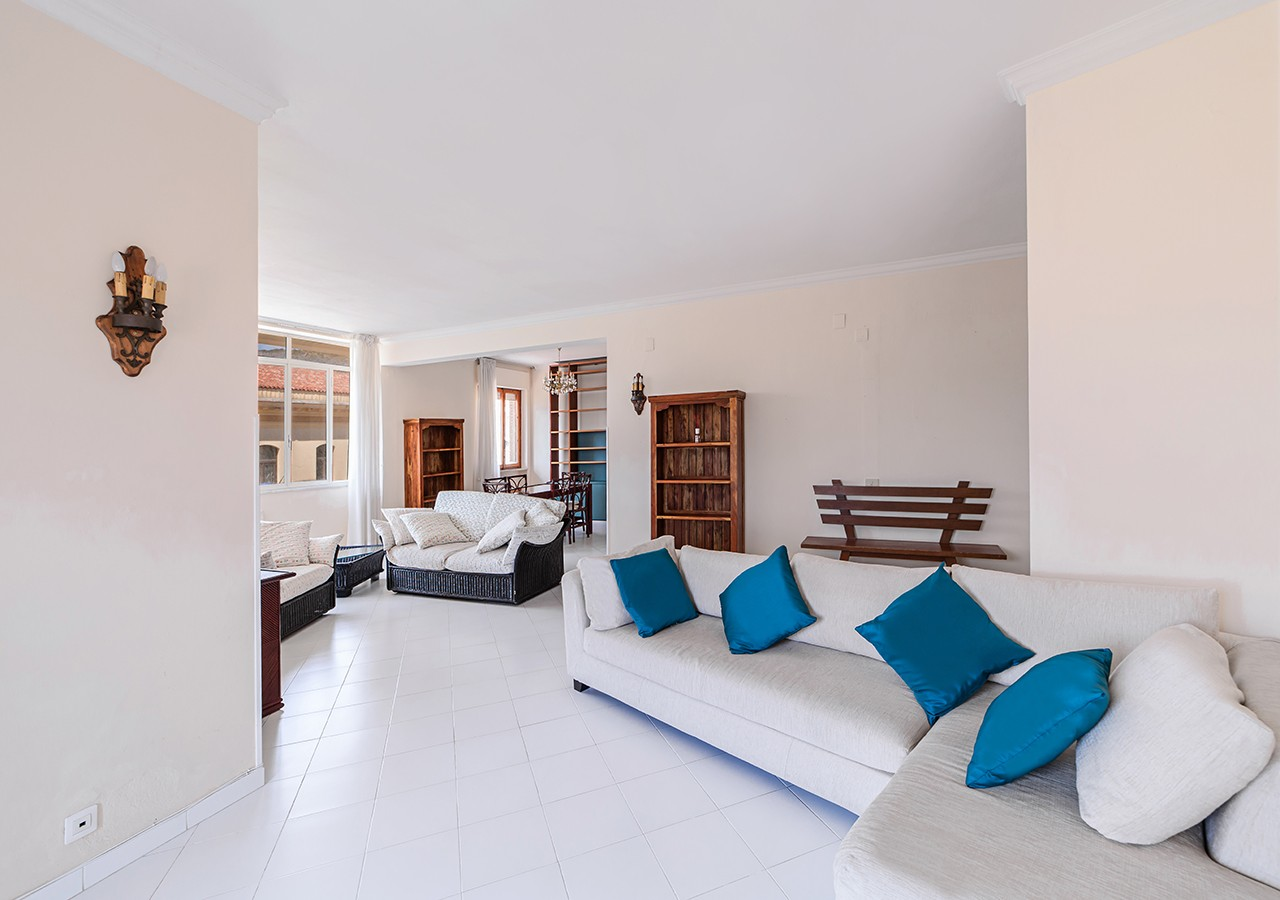 60-la-maddalena-affitto-immobiliare-residenza-sabatini-soggiorno