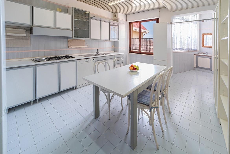 70-la-maddalena-affitto-immobiliare-residenza-sabatini-cucina