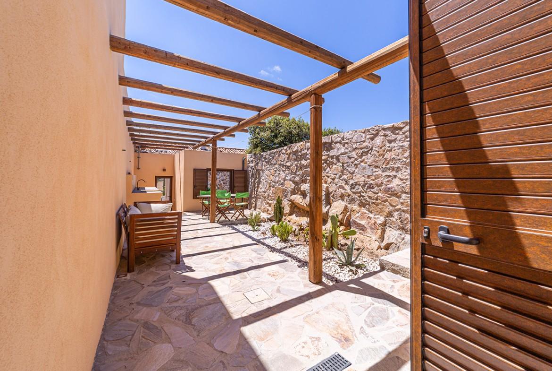110-la-maddalena-affitto-immobiliare-murphy-windseahouse-corte-interna