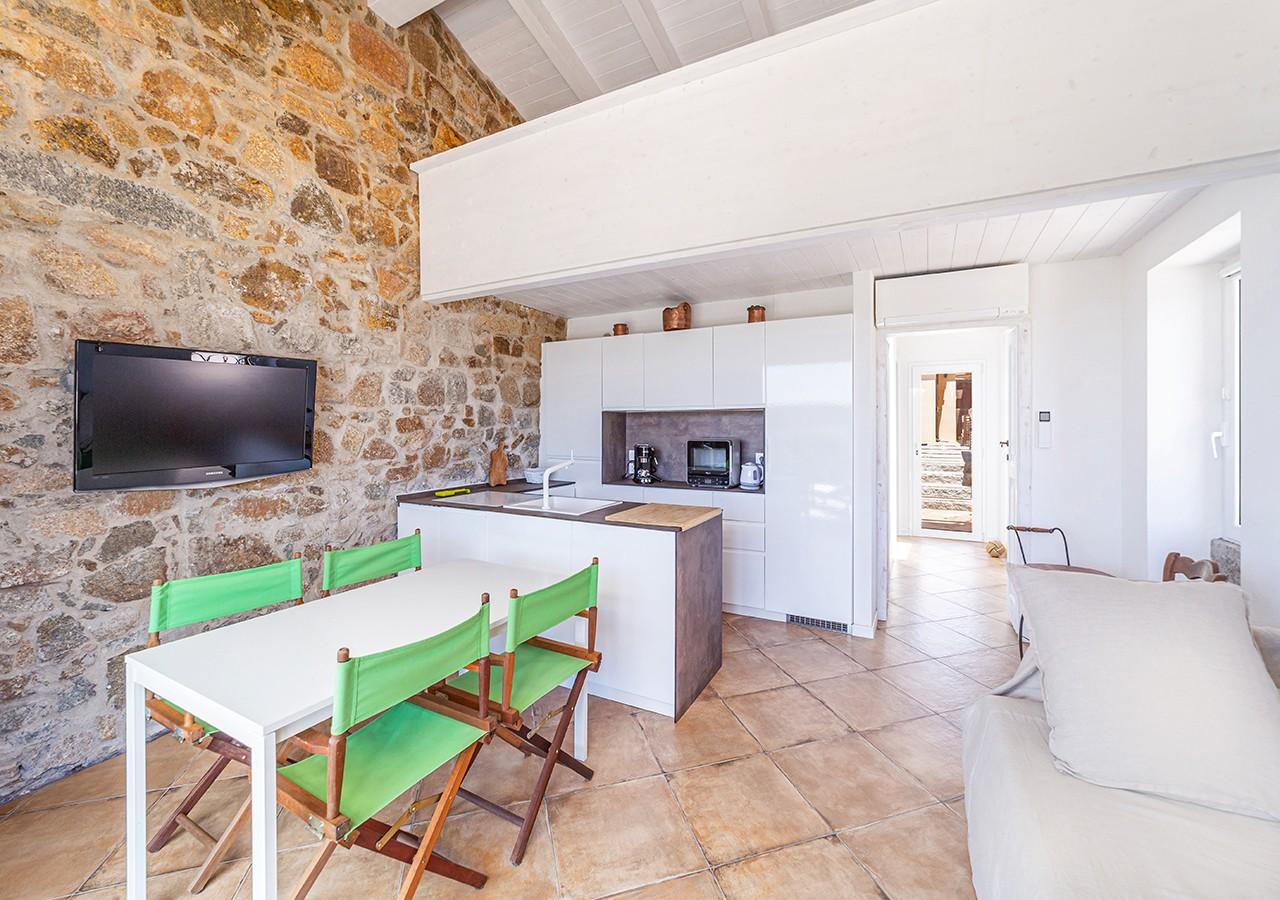120-la-maddalena-affitto-immobiliare-murphy-windseahouse-cucina-a-vista