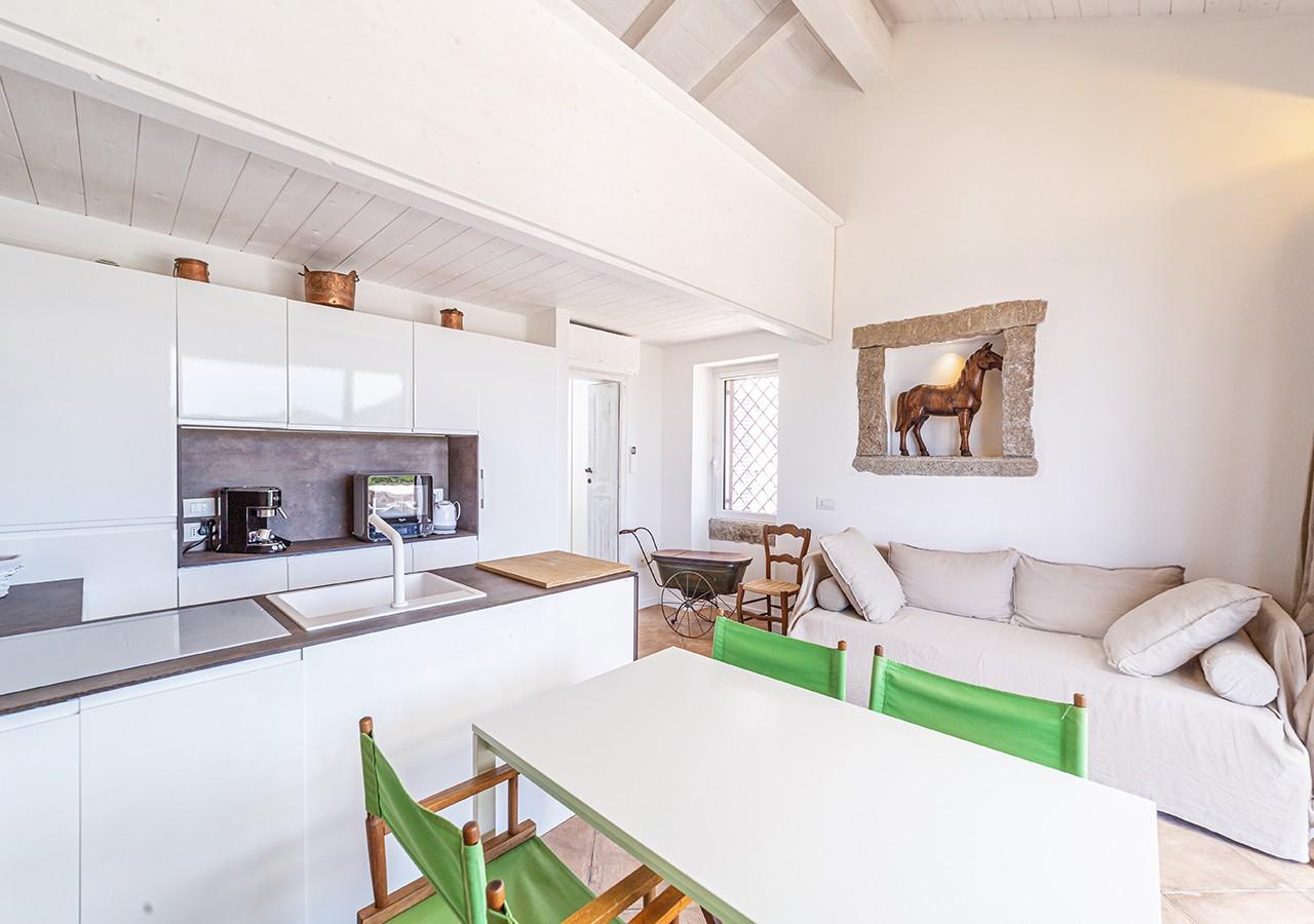 130-la-maddalena-affitto-immobiliare-murphy-windseahouse-cucina-a-vista