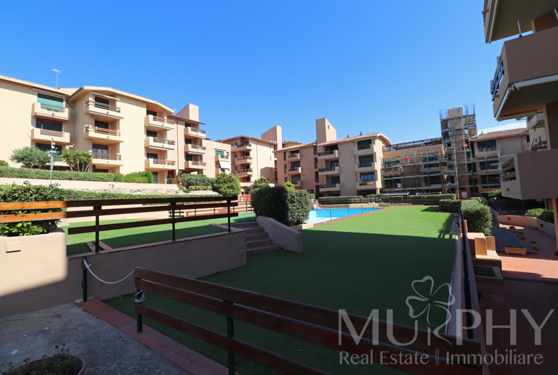 3-la-maddalena-vendita-immobiliare-murphy-residence-cala-maiore-ingresso-residence