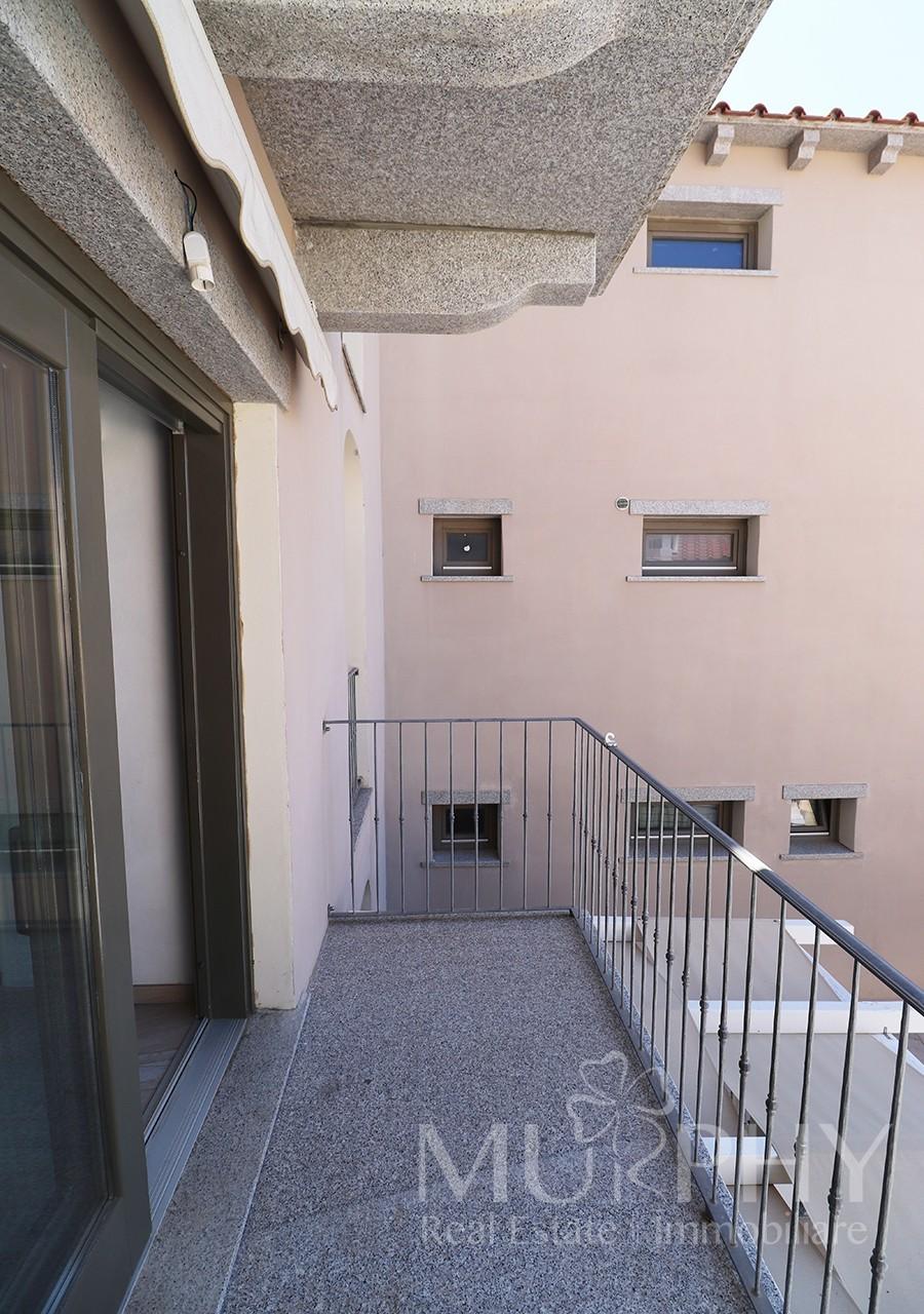 35-la-maddalena-vendita-immobiliare-murphy-via-terralugiana-balcone-soggiorno