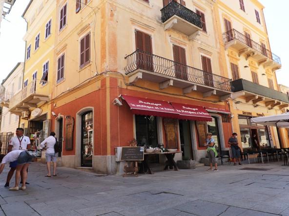 10-la-maddalena-affitto-immobiliare-palazzo-piazza-garibaldi-esterno