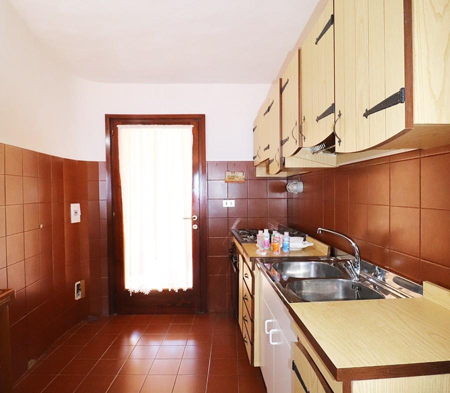 130-la-maddalena-affitto-immobiliare-murphy-residenza-vista-caprera-cucina