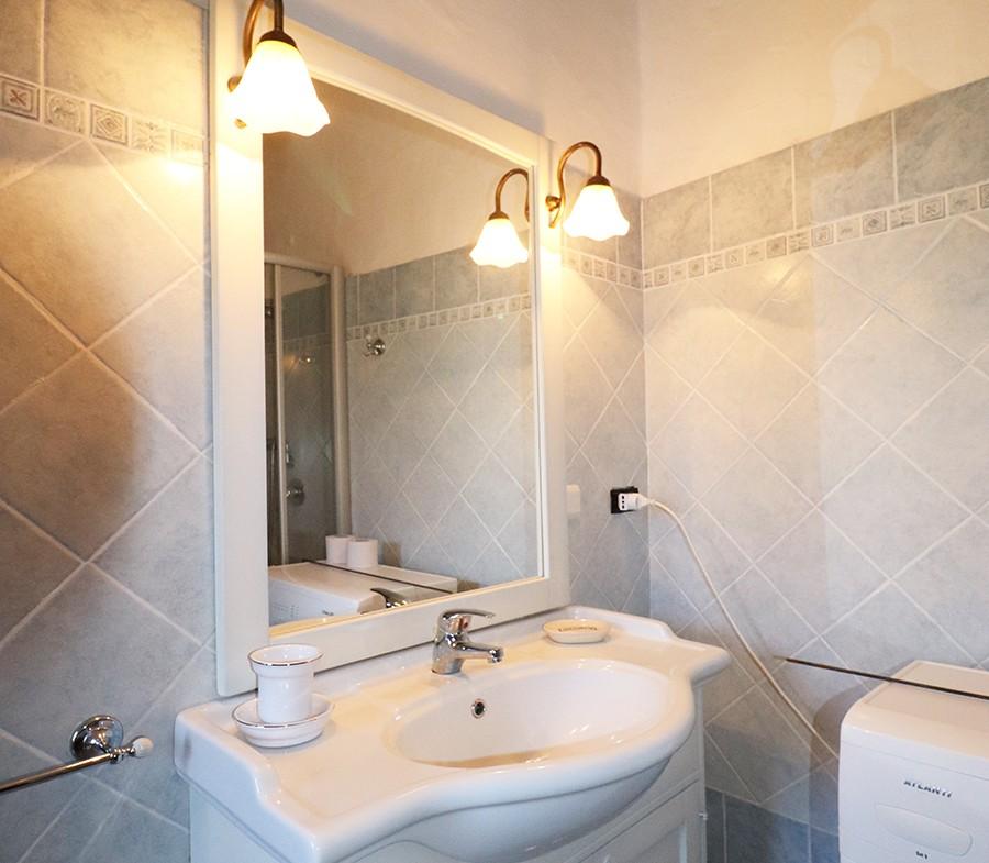 180-la-maddalena-affitto-immobiliare-murphy-residenza-vista-caprera-bagno