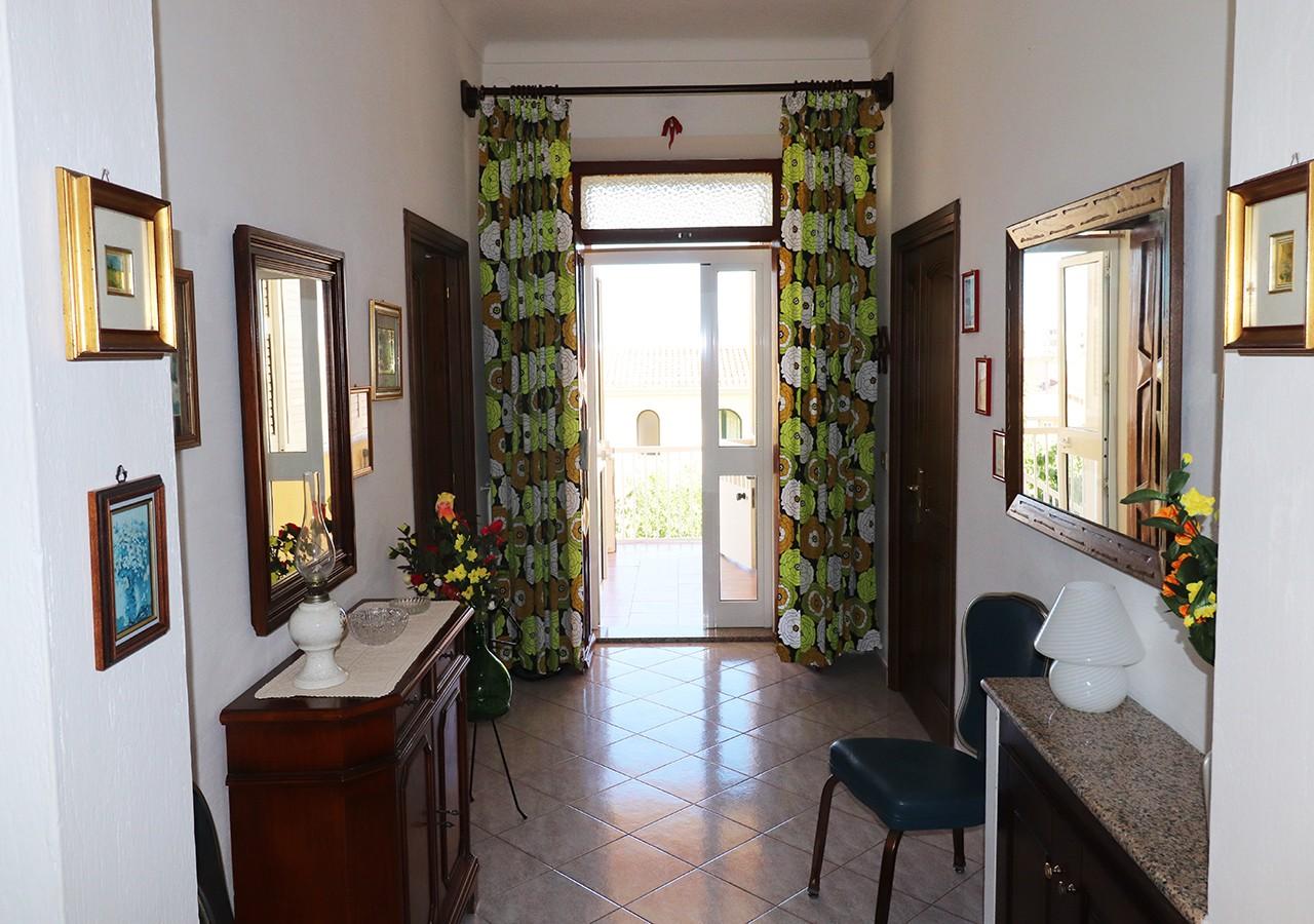 40-la-maddalena-affitto-immobiliare-murphy-residenza-cesaraccio-ingresso